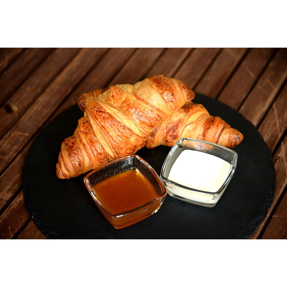 Французький сніданок / Круасани з ванільним соусом та джемом